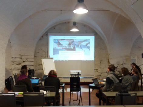 Projektiryhmä kokouksessa Pajasalissa