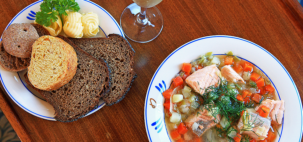 A hearty meal of archipelago bread and salmon soup aboard the Runeberg.