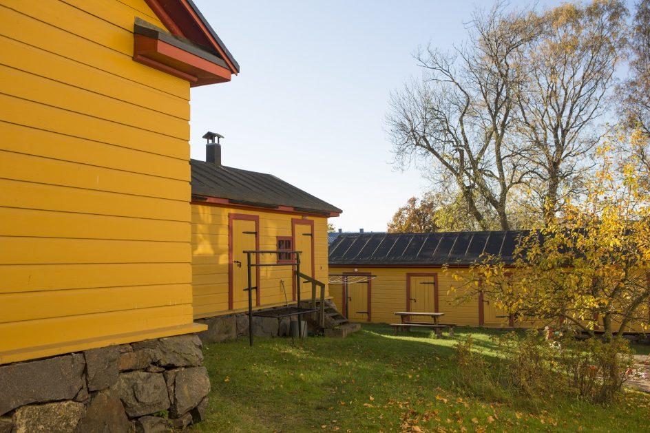 kuvitus_keltaisia_rakennuksia